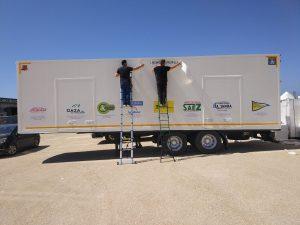 Montaje de vinilo en camion